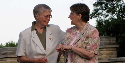 Sisters Pat Lewter and Jean Rosemarynoski chat after dinner.
